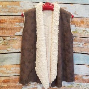 NWOT NEVER WORN Cullen Faux Fur Gray Vest!